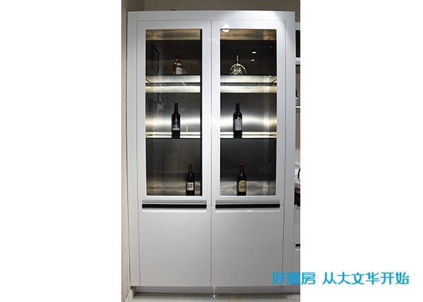 不锈钢烤漆门酒柜